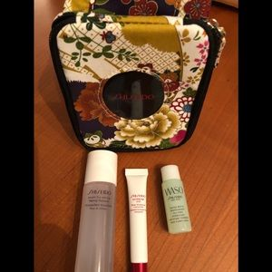 Shiseido 3 piece travel set WITH cosmetic bag NEW